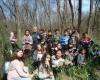 """Учениците от ФУЧ """"Екология"""" посетиха находището на блатно кокиче в землището на село Градина"""