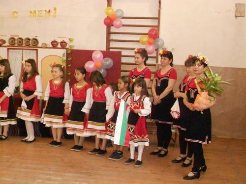 """""""Танцувай с мен"""" с ръководител Г. Иванова - група за танци"""