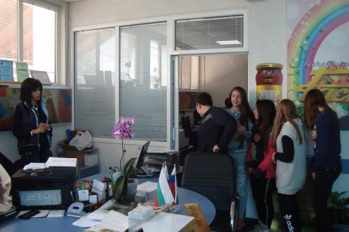 """""""Знам и творя в компютърния свят"""" с ръководител Н. Желязкова"""